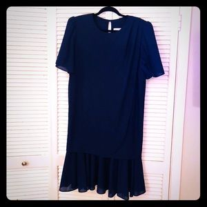 👒NEW👒EUC VTG short sleeve dress w/ruffle hem